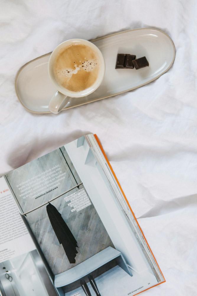kava v posteli