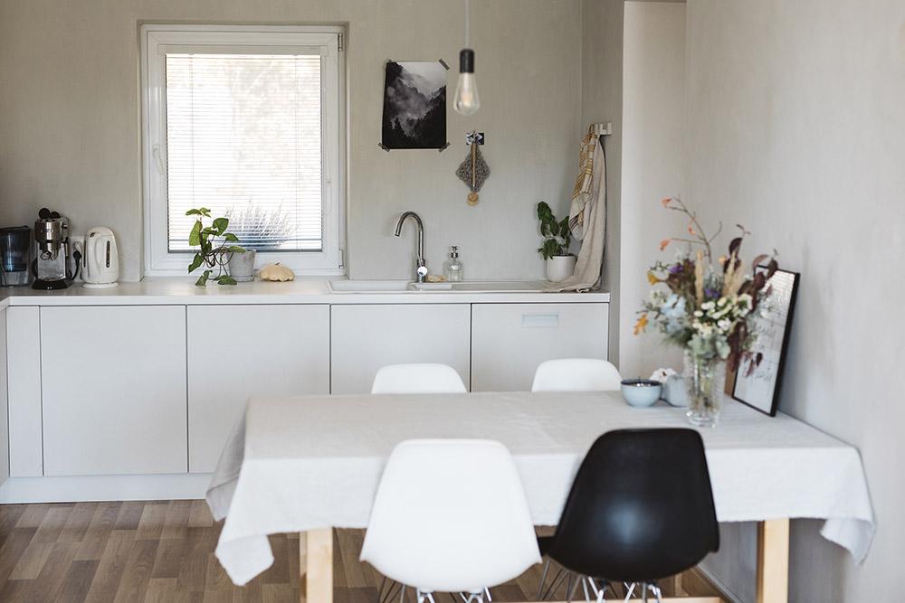 šedo biela kuchyňa